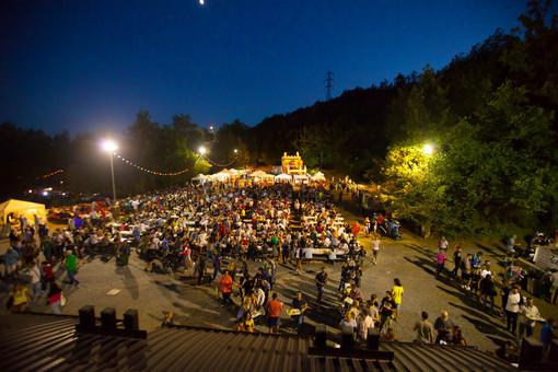Covid-19, Toti firma l'ordinanza che anticipa le riaperture per i parchi di divertimento, fiere e sagre. Ok anche alle feste private ma niente balli in discoteca