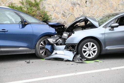 Sanremo: scontro frontale sull'Aurelia all'altezza di Capo Nero, coinvolte due auto