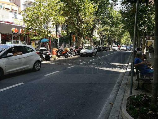 Sanremo: marciapiedi sporchi davanti ai negozi chiusi, Luigi Billone apella il Sindaco