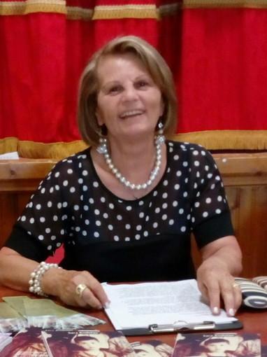La scrittrice imperiese Sara Rodolao a Capo Vaticano (VV) con il suo romanzo 'Quel Profumo di Zagare'