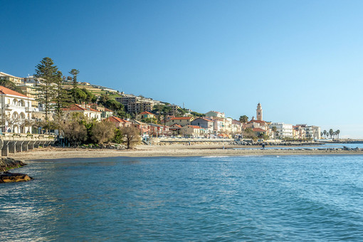 Santo Stefano al Mare: piccola virata verso la normalità, venerdì torna il mercato di lungomare D'Albertis