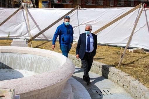 """Imperia: restyling fontana di Piazza Dante, Scajola """"C'è chi aveva pensato di spegnerla per risparmiare sull'acqua, noi la restituiremo bella e riqualificata"""" (Foto)"""