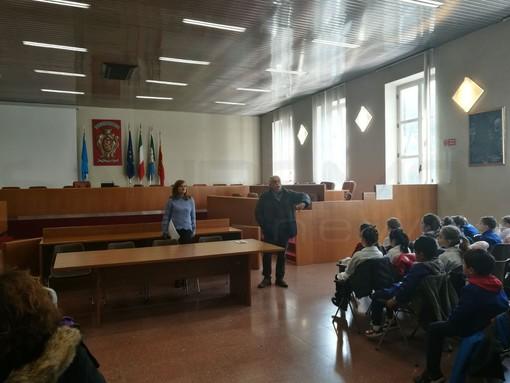 Ventimiglia: le Scuole Biancheri in visita al Palazzo Comunale, ad accoglierli l'Assessore Nesci e il consigliere Ferrari