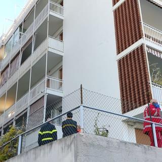 Sanremo, tragedia in via Asquasciati, uomo muore cadendo da un terrazzo (foto)