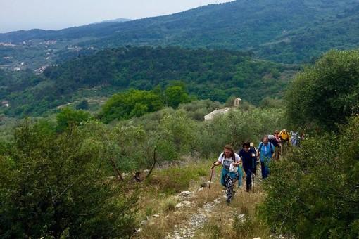 """San Bartolomeo al Mare: con due escursioni, a giugno ripartirà il cammino di """"Sui sentieri del Golfo"""""""