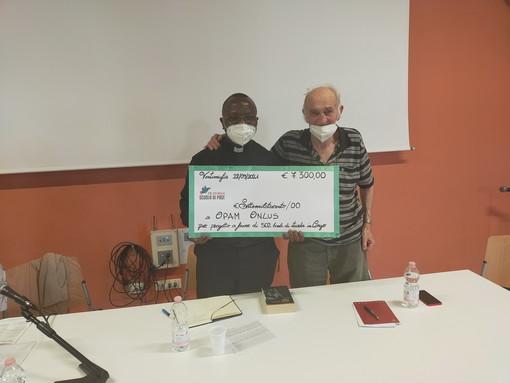 Ventimiglia: consegnati 7.300 euro a Don Robert Kasereka Ngogi, presidente dell'Opam