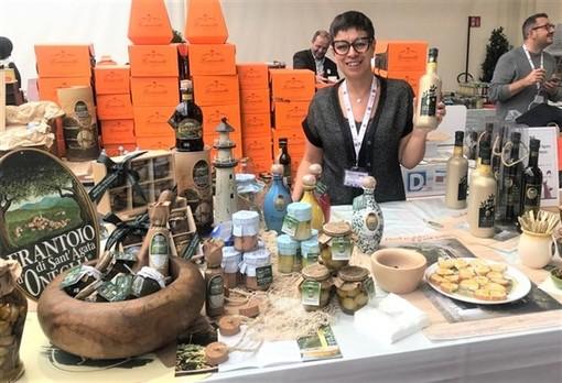 Serena Mela presso lo stand del Frantoio Sant'Agata in occasione dell'edizione 2019 del Merano Wine Festival