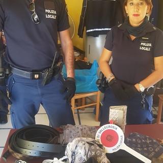 Vallecrosia: blitz della Polizia locale sui mezzi pubblici, sequestrata merce contraffatta