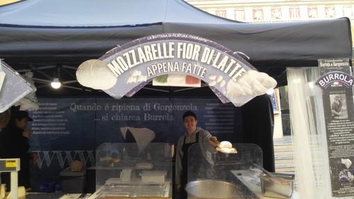 Imperia: lo street food vi aspetta a Porto Maurizio ancora oggi e domani (foto)