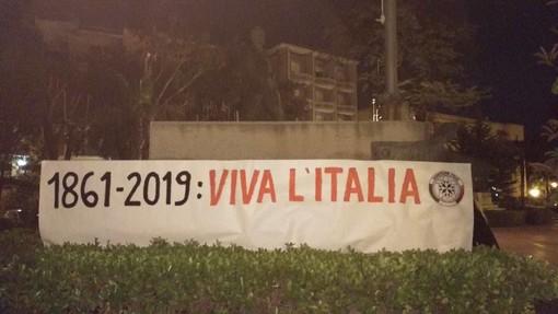Imperia: blitz di Casapound in piazza della Vittoria, posizionato uno striscione per celebrare il Regno d'Italia