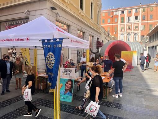 Sanremo: grande partecipazione questa mattina al banchetto per la prevenzione contro il tumore al colon (foto)