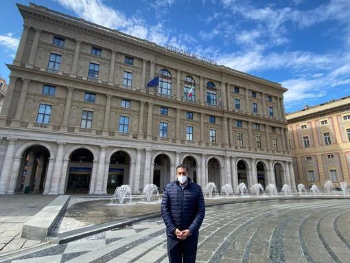 Coronavirus: il Presidente Toti osserva un minuto di silenzio per ricordare le vittime, bandiere a mezz'asta sul palazzo di Regione (video)