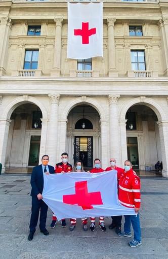 Giornata mondiale della Croce Rossa, bandiera esposta nel palazzo della Regione