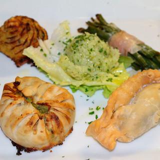 """A Isolabona da """"U Cian"""" per gustare una cucina con tutti i colori e sapori della valle Nervia e con abbondanza di verdure appena raccolte e profumatissime erbe aromatiche."""