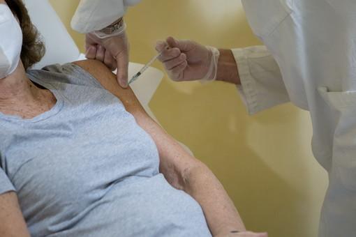 Vaccino anti-covid: da giovedì anche in provincia di Imperia al via le prenotazioni per gli operatori scolastici