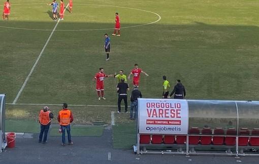 """Fine gara drammatico tra Varese e Imperia, parla l'allenatore neroazzurro: """"Picchiato con un pugno e una bottigliata in testa"""""""