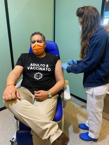 """Vaccini: il Presidente della Regione Toti """"Da giovedì al via le prenotazioni per la terza dose"""""""