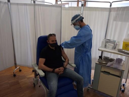 Camporosso, riprese le vaccinazioni ai frontalieri, 150 dosi Astrazeneca fino alle 12.30