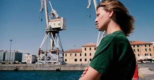 Imperia: le gru del porto di Oneglia sullo sfondo del video che annuncia l'uscita del nuovo album dei Delta V