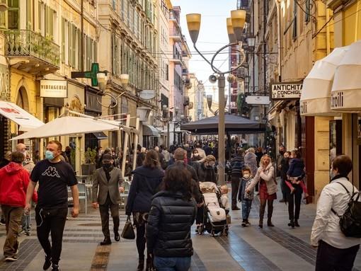 Domenica di 'libertà' a Sanremo: zona gialla, i cittadini tornano a prendersi un caffè al bar